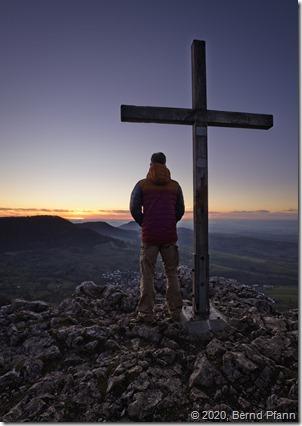 Das Gipfelkreuz am Rossfels auf der Schwäbischen Alb